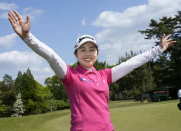 19歳の山下、大会記録で初優勝 女子ゴルフ最終日 画像1