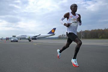 キプチョゲ2時間4分30秒 NNミッション・マラソン 画像1
