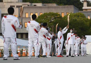 聖火、公道中止の松山で点火式典 走る機会なくしたランナーつなぐ 画像1
