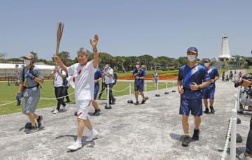 聖火リレー、沖縄戦の激戦地走る 64年第1走者「最高の日」 画像1