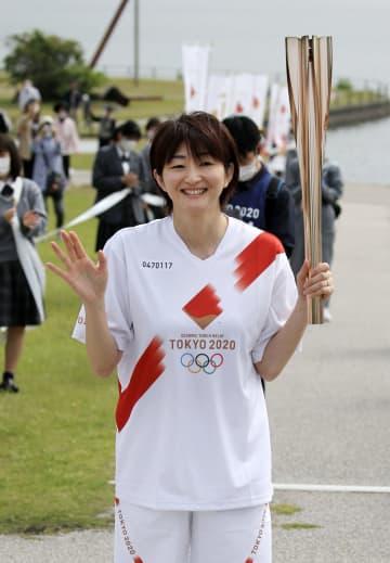 聖火、バレー女子元日本代表走る 山口2日目、宇部市を出発 画像1