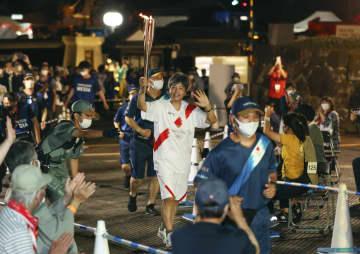 聖火リレー、出雲経て松江城へ 神楽舞う生徒や元五輪選手 画像1