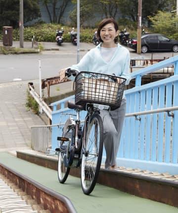 押し歩きも軽い電動自転車 国内初、パナが7月発売 画像1