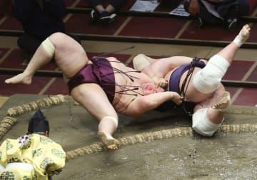 夏場所、首位の照ノ富士が2敗目 3敗貴景勝らも優勝の可能性 画像1