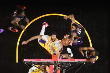 NBA王者レーカーズ1勝1敗に プレーオフ1回戦 画像1