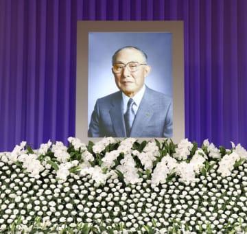 住友銀行、巽外夫・元頭取しのぶ 都内でお別れの会 画像1