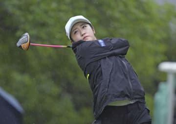 稲見萌寧、比嘉真美子が暫定首位 女子ゴルフ第1日 画像1