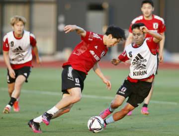 原口、久保建ら試合に備え汗流す サッカー日本代表 画像1
