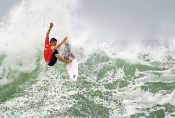 サーフィン日本勢4人が4回戦へ 東京五輪の最終予選 画像1