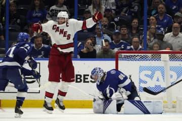 NHL、ハリケーンズが初白星 プレーオフ、準々決勝第3戦 画像1
