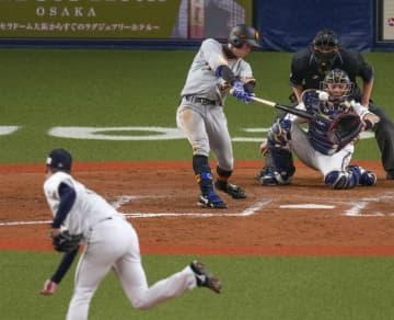 オ3―3巨(8日) 松原が同点三塁打 画像1
