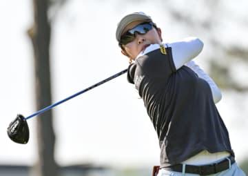 比嘉が首位、2位に稲見ら 女子ゴルフ第1日 画像1