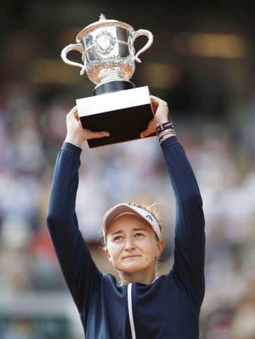 全仏テニス、クレイチコバ初制覇 ピエルス以来の単複2冠へ 画像1