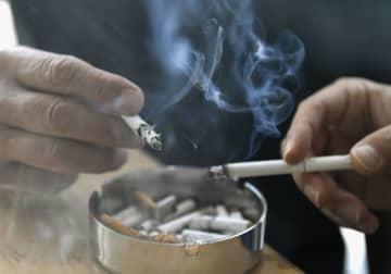紙巻きたばこ1千億本割れ コロナ下で加熱式に移行 画像1