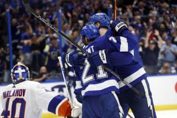 ライトニング、1勝1敗に NHLプレーオフ 画像1