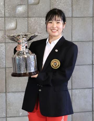 18歳の尾関彩美悠、逆転で優勝 日本女子アマゴルフ最終日 画像1