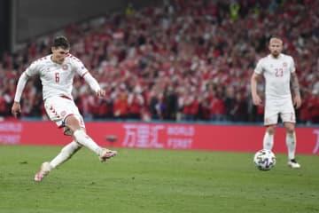 デンマークなど決勝Tへ サッカー欧州選手権 画像1
