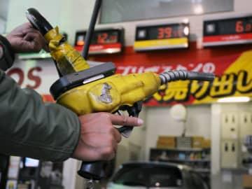 ガソリン価格、155円60銭 2年7カ月ぶり高値水準 画像1
