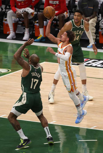 NBAプレーオフ、ホークス先勝 東決勝、バックス下す 画像1