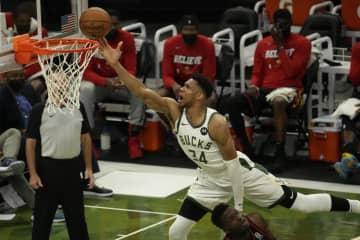 NBA、バックス快勝でタイに プレーオフ東カンファレンス決勝 画像1