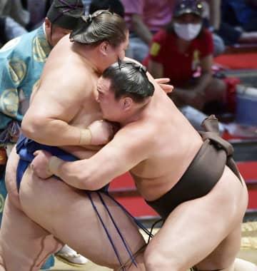 白鵬、照ノ富士が5連勝 トップ2人、名古屋場所 画像1