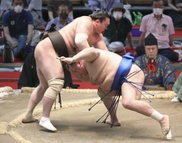 白鵬と照ノ富士が6連勝 御嶽海2敗、1敗は琴ノ若だけ 画像1
