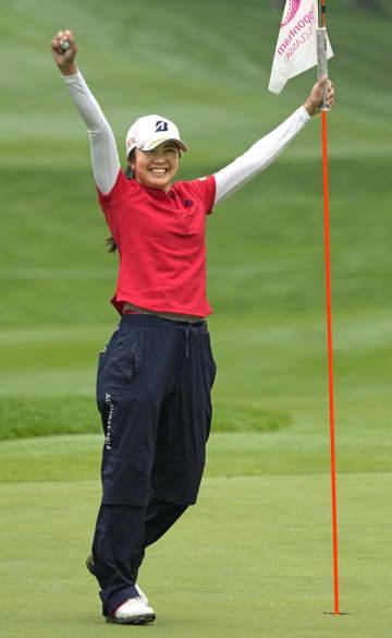 女子ゴルフ、25歳堀琴音が初V 若林舞衣子とのPO制す 画像1