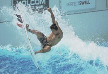 サーフィン五輪代表が合宿公開 人工波でターンなど確認 画像1