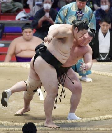 白鵬、照ノ富士が10連勝 平幕の琴ノ若2敗守る 画像1