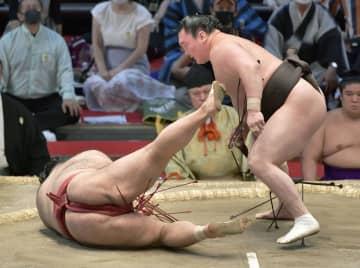 白鵬、照ノ富士の優勝争いに 13連勝で首位譲らず 画像1
