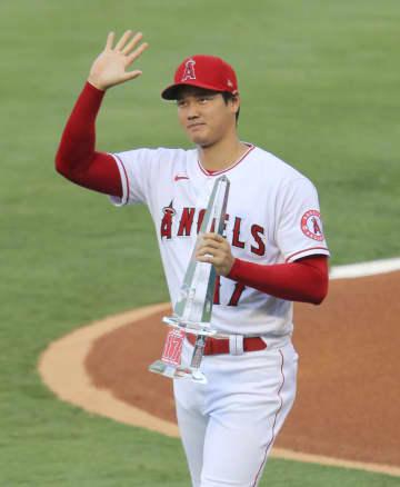 大谷、6月MVPで表彰 ホームのファン祝福 画像1