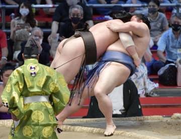 白鵬、照ノ富士が14連勝 9年ぶり、千秋楽全勝決戦へ 画像1