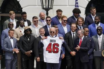 NFLのブレイディら大統領訪問 王者バッカニアーズ 画像1