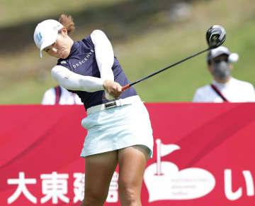 渡辺彩香が64で首位 女子ゴルフ第1日 画像1