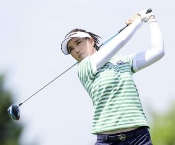 女子ゴルフ、全が首位に浮上 第2日、勝と藤田さいきが追う 画像1