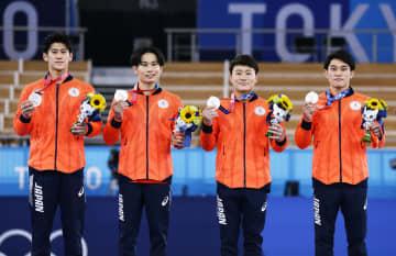日本、体操男子団体「銀」 初代表4人、2連覇ならず 画像1