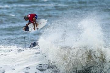 五十嵐が決勝進出、都筑4強入り サーフィン・27日 画像1