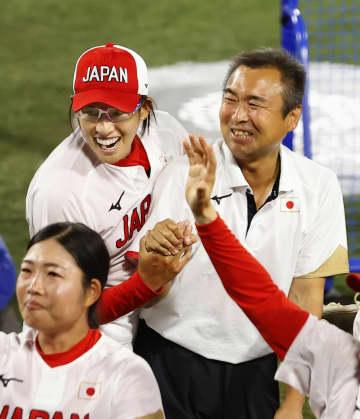 ソフト上野、涙の金メダル 北京五輪以来13年ぶり 画像1