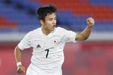 男子日本、初の3連勝で8強入り サッカー・28日 画像1