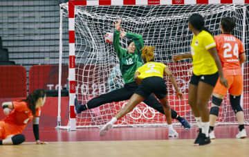 女子日本、敗れて1勝3敗 ハンドボール・31日 画像1
