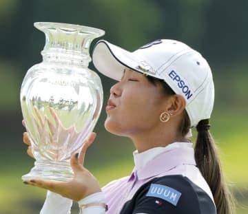 女子ゴルフ、21歳吉田が初優勝 楽天スーパー最終日 画像1