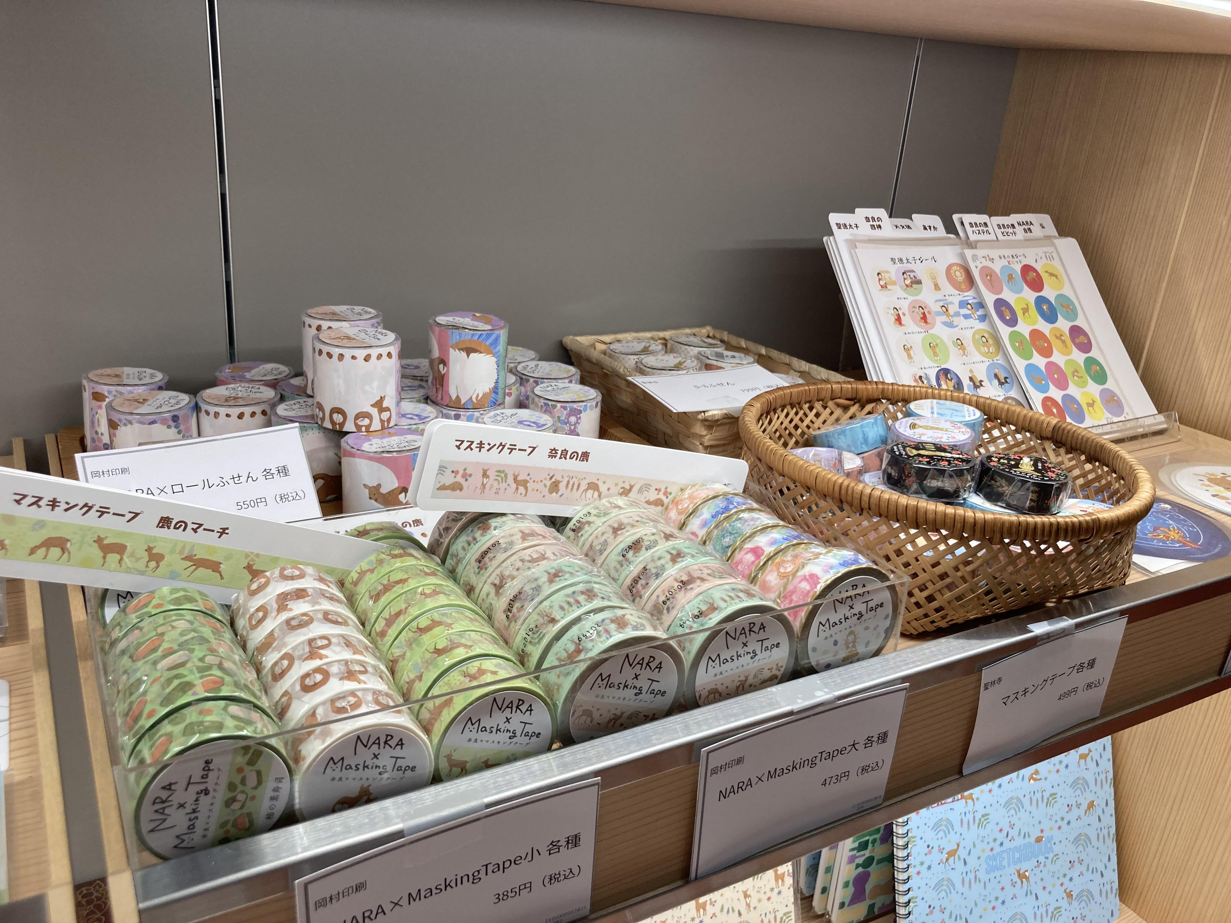 奈良ゆかりのデザインの文具コーナー