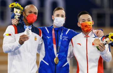 中国の肖若騰「橋本選手を尊敬」 体操の種目別床運動で銅メダル 画像1