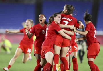 カナダが初の金メダル サッカー女子・6日 画像1