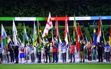 各国旗手に日本勢の「壁」連ねる 東京五輪、閉会式で 画像1