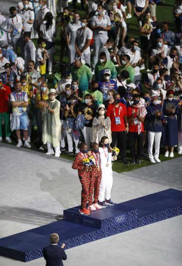 女子マラソンも初めて表彰 東京五輪閉会式 画像1