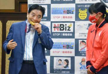 ソフト後藤選手の「金」交換へ 河村市長のメダルかじりで 画像1