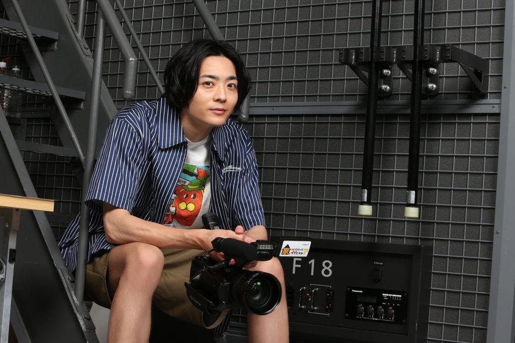 【インタビュー】ドラマ「家、ついて行ってイイですか?」ディレクター役の竜星涼「カメラを持っていると無敵だなと思いました!」 画像1