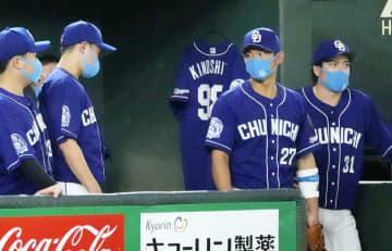 急逝の中日・木下雄介投手を追悼 プロ野球、喪章着けプレー 画像1