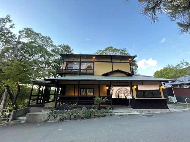 京都・円山公園に人気の路地裏カフェの新店「イクスカフェ祇園八坂」オープン 画像2